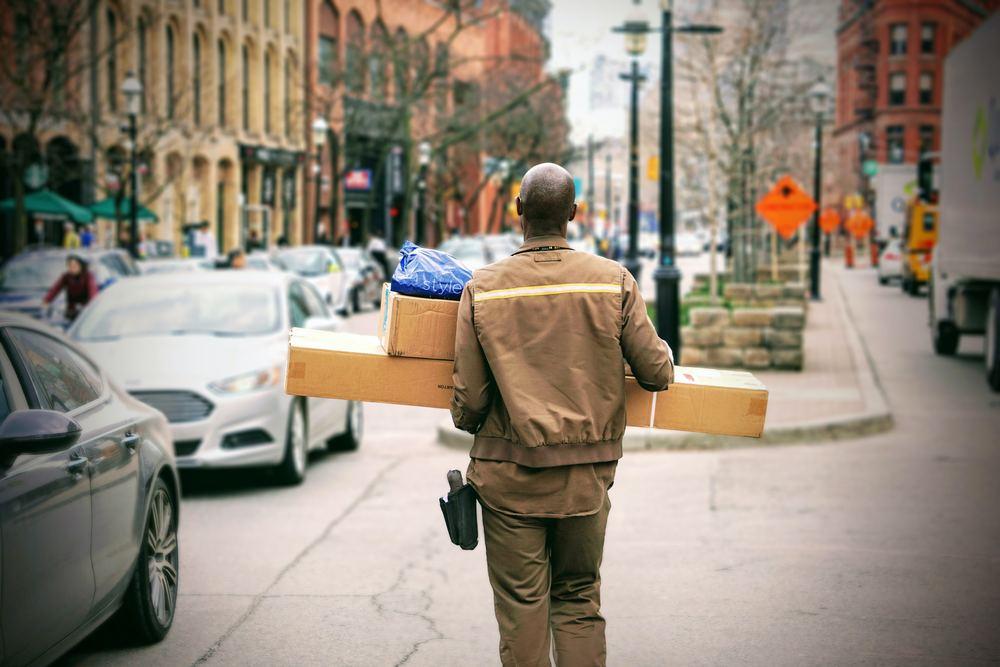 Skicka paket med DHL - snabbt och smidigt